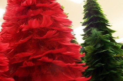 Trees made with feathers / Photo: Angelkicker on Flickr