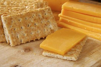 Longhorn cheese and crackers