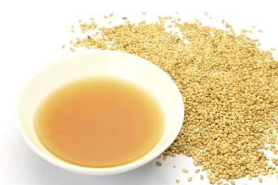 A small bowl of sesame oil and sesame seeds