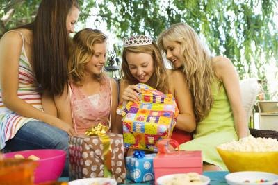 Choose a special gift for a girl's 18th birthday.