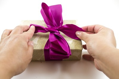 Tie the ribbon to the gift box.