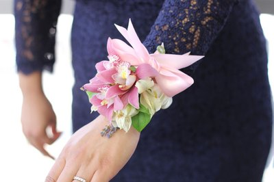 Wear the corsage with the flowers facing outwards.