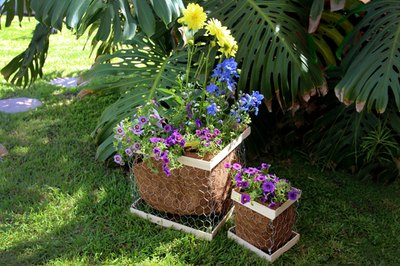 Quick-to-make and easy-to-customize planter boxes