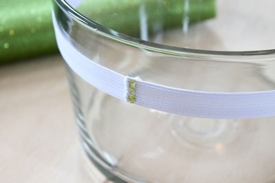 Wrap the elastic around a bowl.
