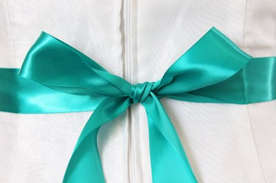 Tie the ribbon in a bow.