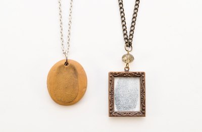 Fingerprint necklaces can be made in two different ways.