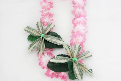 A money lei makes an excellent graduation gift.