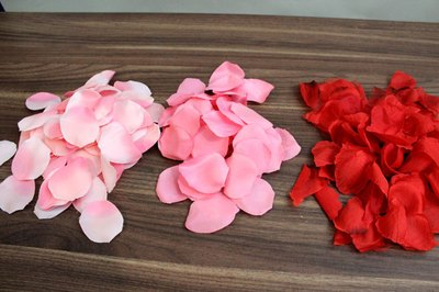 Use three shades of rose petals to create an ombre effect.
