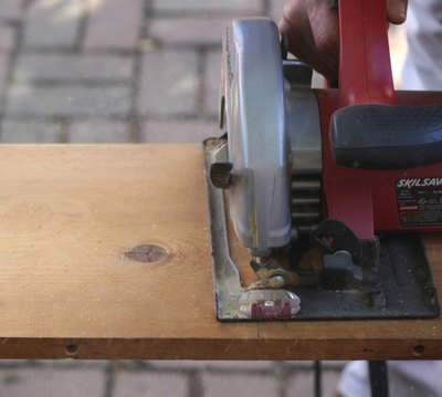 Radial saws are good tools for quick, long and straight cuts.