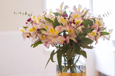 With a few steps you can create a professional looking flower arrangement.