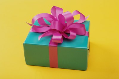 Whether you are choosing a gift for a couple or for a gift swap with a large group, choosing a gift appropriate for both genders will be key.