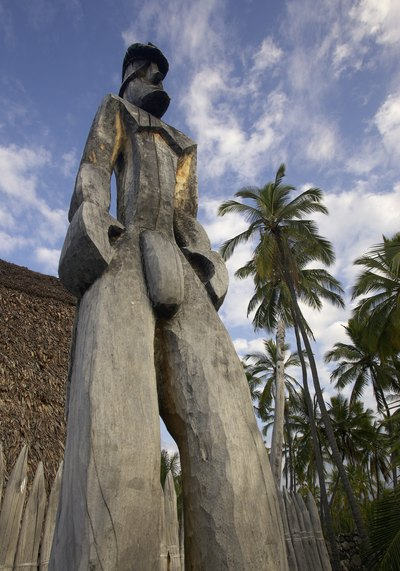 What Is The Meaning Of Tiki Statues With Pictures Ehow