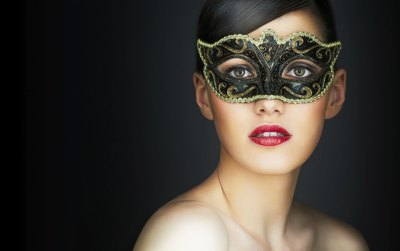 Young woman in a masquerade mask.