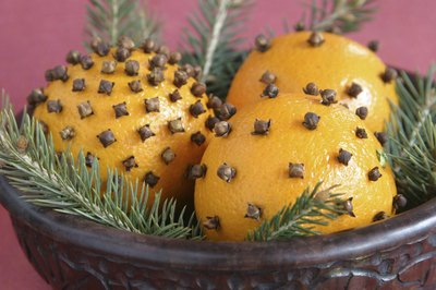 Pomanders are easy to make and they have been used to decorate at Christmas since the Middle Ages.