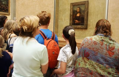 Tourists looking at the Mona Lisa.
