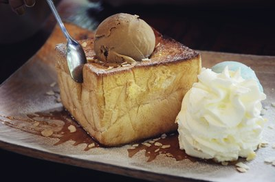 Toast with honey and ice cream