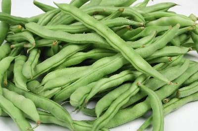 Green beans, fresh or steamed, are dog-friendly snacks.