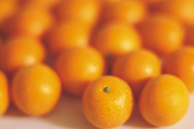 Mandarin oranges are a good source of dietary fiber.