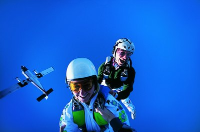The Average Salary of a Skydiver - Woman