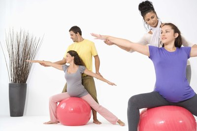 Pregnant women can reduce hip and back pain with stability ball workouts.