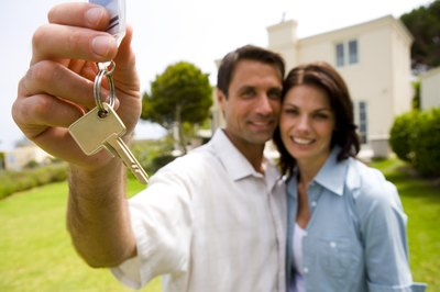 Married couples should consider their options when applying for a home mortgage.