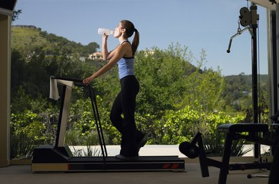 Drinking water regularly while using the treadmill helps you prevent dehydration.