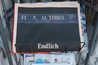 Editors are switching from newspapers to online venues as newspapers quit publication.