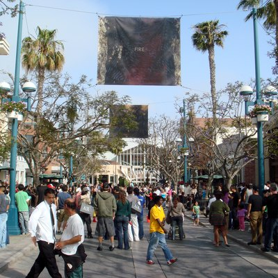 A busy day on Third Street Promenade in Santa Monica, California; the south end is the entrance to Frank Gehry's Santa Monica Place.