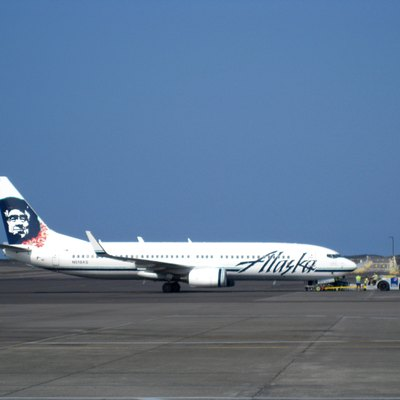 Alaska Airlines Boeing 737-800 at Kona International Airport (KOA) in December 2009.
