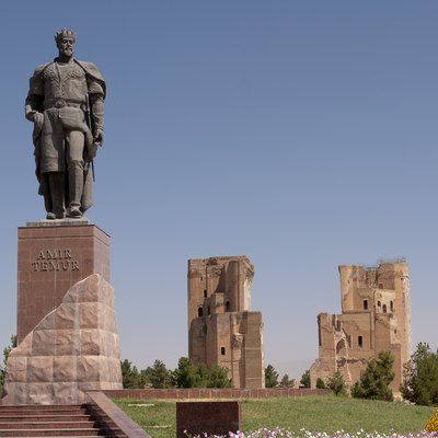 Aq-Saray Palace in Shahrisabz/Uzbekistan; statue of Amir Timur (Tamerlane) in the foreground