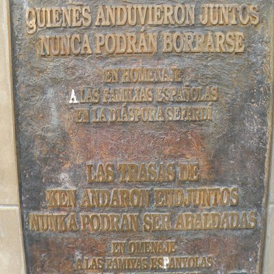 Inscription in standard Spanish and Judaeo-Spanish in Jaén.