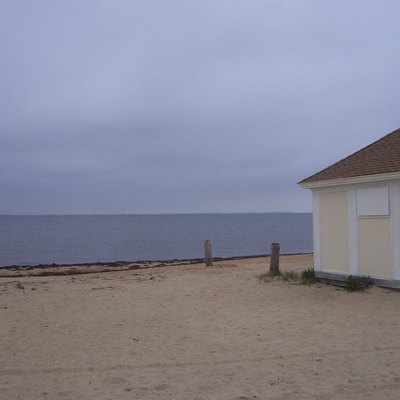 Beach and house in Heckscher State Park
