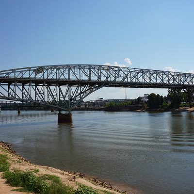 A view of the Long–Allen Bridge from Shreveport, Louisiana (United States).