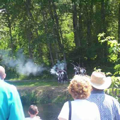 Reenactors of the battle at Concord, Massachusetts in Bothell, Washington on Independence Day 2005