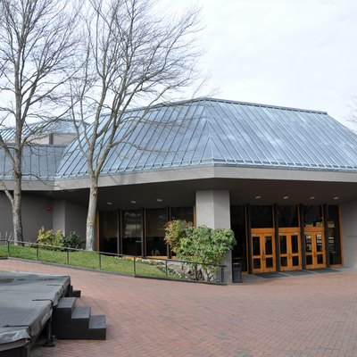 Angus Bowmer Theatre, part of the Oregon Shakespeare Festival complex in Ashland, in the U.S. state of Oregon