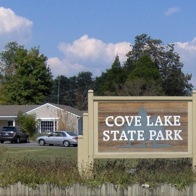 The entrance to Cove Lake State Park along US-25W in Campbell County, Tennessee, in the southeastern United States. The park's office and visitor center is on the left.