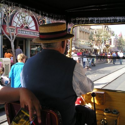W:Disneyland'S W:Main Street, U.S.A. As Seen From A 1903-era Automobile. Taken By Ellen Levy Finch (User:Elf) Feb 2006.