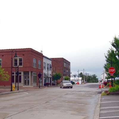 A picture that I took of Wentzville, and added to the Internet for people to publicly see. Looking West down Main Street across Linn Avenue.