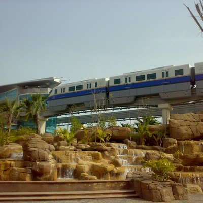 Test driving of the Dubai Monorail, under cosntruction, Atlantis end-station, Palm HJumeirah, Dubai (UAE)