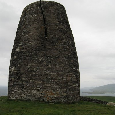 Eask Tower is on the east tip of Ballyameenboght, just south of Dingle Bay.