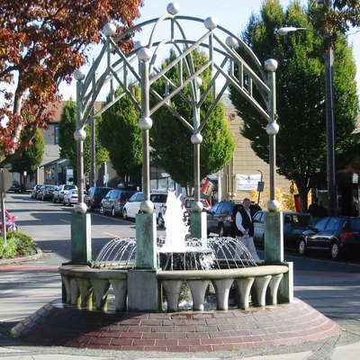 Edmonds Fountain And Traffic Circle