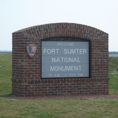 Welcome sign at Fort Sumter National Monument