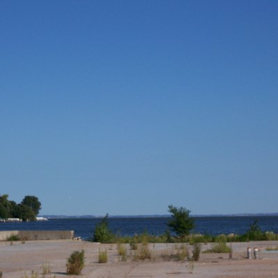 A picture of the mouth of the Fox River into Lake Winnebago in Oshkosh. This image was taken August 31, 2006 by User:Royalbroil