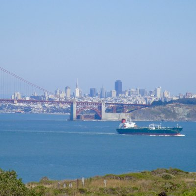 The w:Golden Gate Bridge and w:San Francisco Bay in 2010