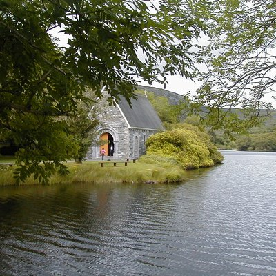 Chapel at Gougane Barra, Co. Cork, Ireland. Original photo by Spircle, Taken 29.7.02.