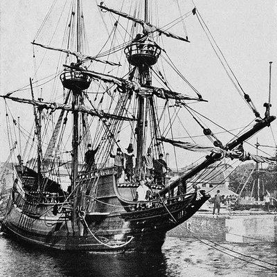 Front view of a replica of Henry Hudson's ship Halve Maen (Half Moon)