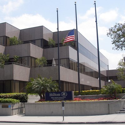 The headquarters of Hilton Hotels Corporation in Beverly Hills. Photographed on April 21, 2007 by user Coolcaesar.