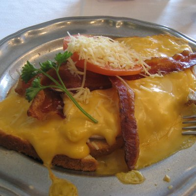 Hot Brown sandwich from Kurtz Restaurant, Bardstown, Kentucky, USA.