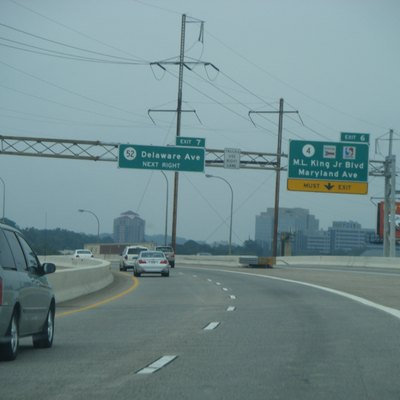 Northbound Interstate 95/U.S. Route 202 at the exit for Delaware Route 4 (exit 6) in Wilmington, Delaware.