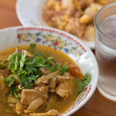 Kaeng khanun (Thai script: แกงขนุน): northern Thai jackfruit curry.